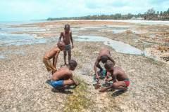Fotoserie Kenia Jungs am Strand